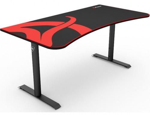 Arozzi skrivebord fra komplett  https://www.komplett.dk/product/898114/gaming/spiludstyr/gaming-desk/arozzi-arena-gaming-desk-roed-sort